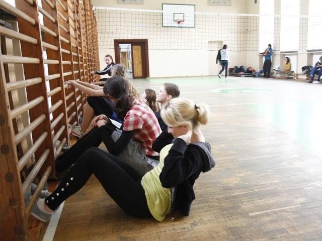 Uczniowie w V LO przez kolejne lata nadal będą ćwiczyć w starej hali
