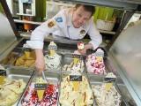 Daniel Żurkowski produkuje lody z pasją. Wymyślił aż 240 smaków!