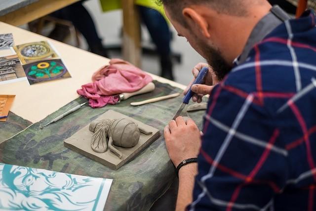 Kolejna edycja Łódź Design Festival odbędzie się w dniach 19-27 maja na terenie Art_Inkubatora przy ul. Tymienieckiego 3. Jego głównym elementem jest konkurs make me! na najlepszy projekt. W tym roku spośród 217 zgłoszeń jury konkursu, wybrało 29 projektów, które zostaną zaprezentowane na wystawie. To o 10 więcej finalistów niż w poprzedniej edycji. Na zwycięzców czeka pula nagród w wysokości 65 tys. zł.
