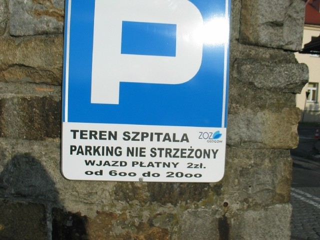 Autor tej tablicy ma problemy z ortografią. Dyrektor ZOZ obiecał, że błędy zostaną poprawione.