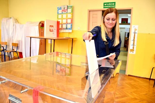 Wybory samorządowe 2018 w Będzinie i powiecie będzińskim. Trwa głosowanie.