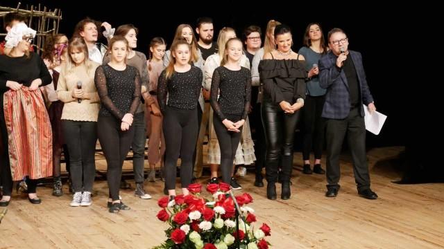 Wielomiesięczna praca nad musicalem zaowocowała wielkim sukcesem całego zespołu oraz reżysera, znanego aktora Zbigniewa Zamachowskiego.