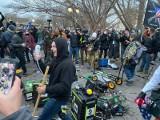 Waszyngton: 4 śmiertelne ofiary starć na Kapitolu. Kongres wznowił obrady, demonstracje w innych miastach Ameryki