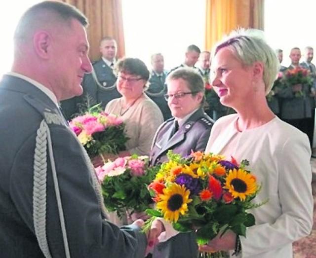 Beata Andruczyk otrzymała w ramach podziękowania kwiaty i dyplom