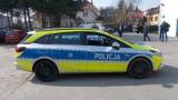 """Nowe oznakowania radiowozów policji.Policja będzie jak amerykański szeryf z gwiazdą. Jest napis """"Chronimy, Pomagamy"""""""