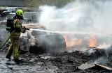 Pożar na stacji demontażu pojazdów w Nieżychowicach! 10.05.2021 r. Płonęło kilkanaście zezłomowanych aut oraz mnóstwo zdemontowanych części