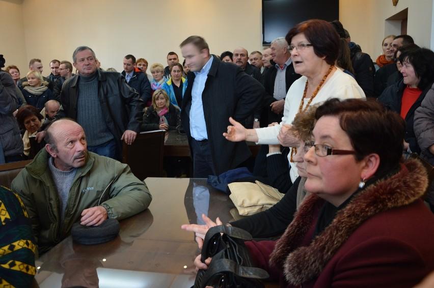 Chcemy żyć spokojnie, jak dotąd. Liczymy, że wójt nam w tym pomoże - mówiła Barbara Antkiewicz (na zdjęciu). Razem z setką marcinkowiczan protestowała przeciwko osiedleniu we wsi Romów.