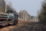 Pociąg do Pyrzowic. Trwa remont linii kolejowej na lotnisko. W Zawierciu stoją już słupy trakcyjne