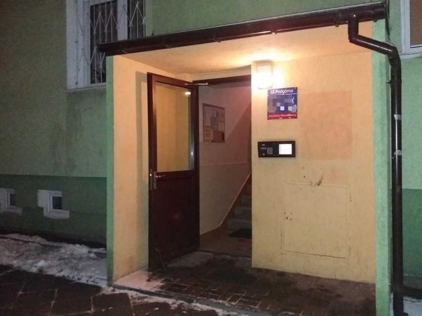 Tragedia na Dąbrowie. Mąż zmarł w kuchni, żona zasłabła w pokoju obok