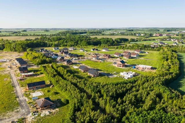 Zdjęcia Osiedla Wieszowa wykonane z drona.Zobacz kolejne zdjęcia. Przesuwaj zdjęcia w prawo - naciśnij strzałkę lub przycisk NASTĘPNE