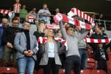 """Cracovia. Kibice """"Pasów"""" wspierali drużynę w meczu z Rakowem Częstochowa. Ale były emocje! [ZDJĘCIA]"""