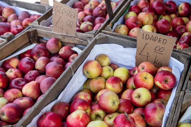 Dziś cena 4 zł za kilogram jabłek wydaje się wyjątkowo atrakcyjna, po tym, jak w pierwszej połowie sierpnia trzeba było za nie zapłacić 7-8 zł, a miejscami nawet więcej.