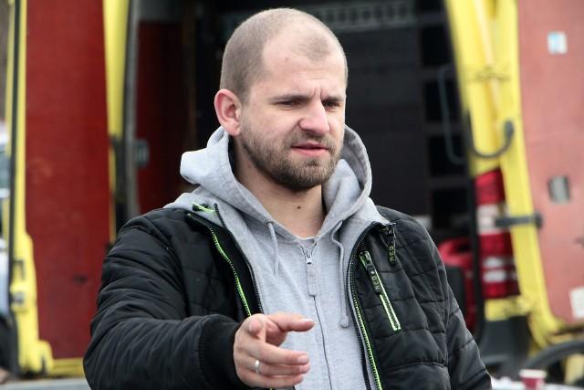 """Na parkingu marketu  Auchan odbyły się pierwsze zawody w tegorocznym cyklu """"Grudziądzki Mistrz Kierownicy"""" organizowanym przez grudziądzką delegaturę Automobilklubu Toruńskiego. W klasyfikacji generalnej najlepszym okazał się Wojciech Klusek reprezentujący grudziądzki automobilklub."""