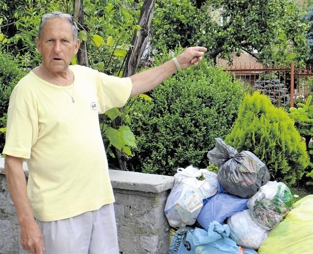 Jerzy Ostaszewski nie zgadza się też, by nowe pojemniki były o połowę mniejsze. - I tak mam dużo odpadów. Nie zmieszczę ich.
