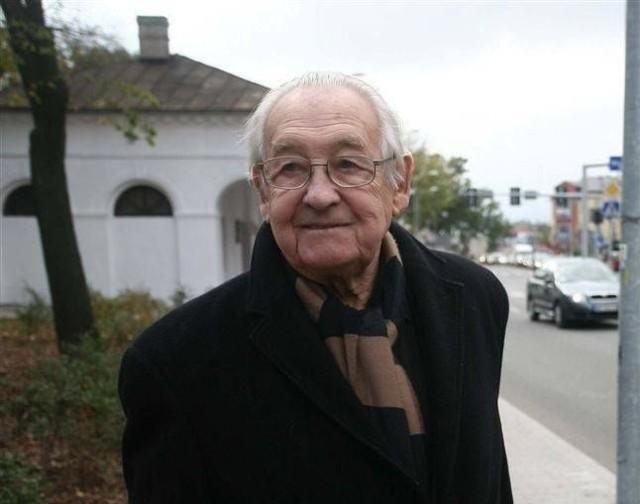 Andrzej Wajda, wybitny polski reżyser, laureat wielu nagród międzynarodowych, także Oskara, wychowywał się w Radomiu.