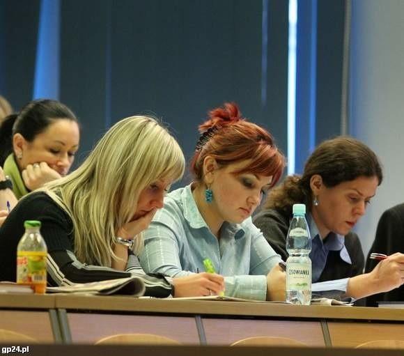 Uczestnicy prowadzonych badań w sali Akademii Pomorskiej.