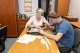 Terapeuta na medal. Doceniono Magdalenę Karwecką z Warsztatu Terapii Zajęciowej Pod Dębem w Paterku