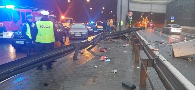Tunel w Katowicach zamknięty! Kierowca tira uderzył w ścianę niszcząc sieć energetyczną i systemy wentylacyjne.Zobacz kolejne zdjęcia. Przesuwaj zdjęcia w prawo - naciśnij strzałkę lub przycisk NASTĘPNE