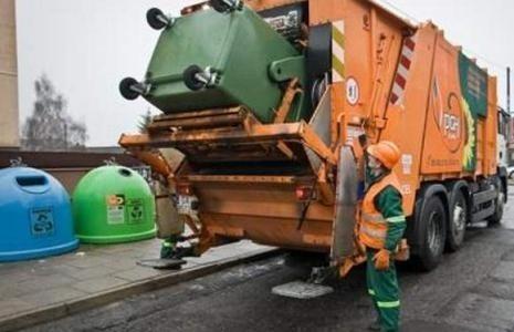 Prezydent Słupska chce, by na nadzwyczajnej sesji radni uchwalili wyższy podatek śmieciowy.