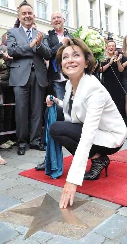 Odsłonięcie gwiazdy Ireny Jarockiej na opolskim rynku w czerwcu 2011 roku.