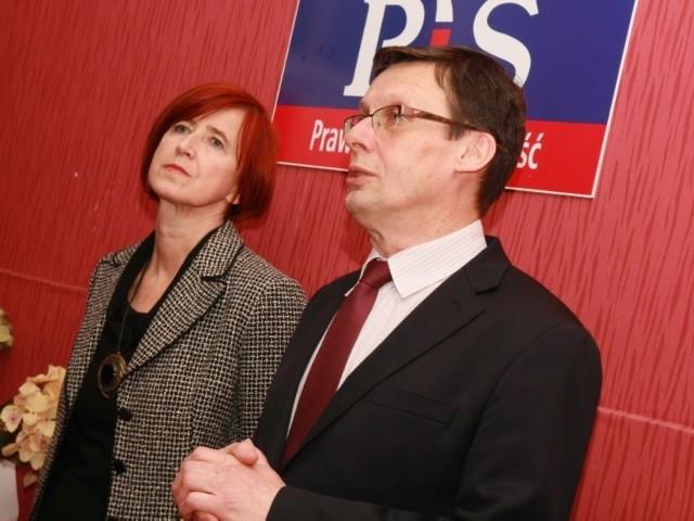 W otwarciu biura uczestniczyli m.in. parlamentarzyści PiS Elżbieta Rafalska i Marek Ast.