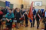 Jubileusz 40-lecia Zespołu Szkół imienia Marii Skłodowskiej-Curie w Ożarowie. Sztandar i święto nauczycieli. Zobaczcie zdjęcia