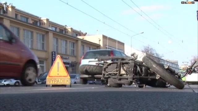 Przy Dworcu Zachodnim w Poznaniu motocykl zderzył się z samochodem osobowym