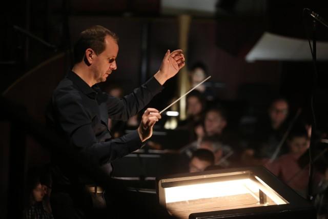 Dyrektor Nałęcz-Niesiołowski w zeszłym sezonie artystycznym dyrygował co trzecim spektaklem, jednocześnie zatrudniając piętnaście osób na stanowisku dyrygenta.