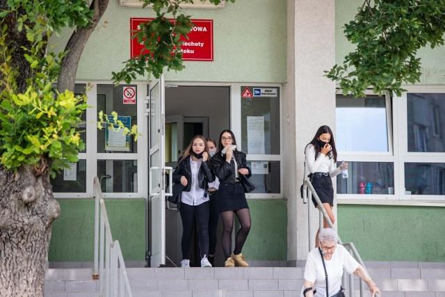 Egzamin ósmoklasisty 2021: Język polski. Arkusze CKE, pytania i odpowiedzi. Co było na teście 8-klasisty z języka polskiego? [25.05.2021]