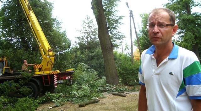 - Mam nadzieję, że nasze stare lipy nie pójdą pod piłę – opowiada J. Wiśniewski. - Po protestach mieszkańców udało się zatrzymać wycinkę w zeszłym tygodniu. Teraz, w napięciu czekamy na dalsze decyzje urzędników.