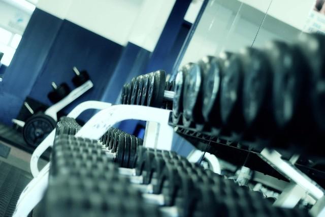 Siłownie oraz kluby fitness otworzą się 28 maja 2021.