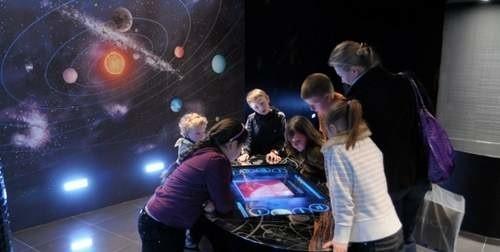 Pierwsi goście zwiedzili już obserwatorium astronomiczne w galerii Solaris. (fot. Sławomir Mielnik)