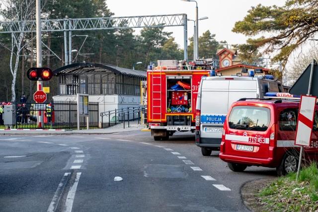 Do tragicznego wypadku na przejeździe kolejowym w Puszczykowie, gdzie pociąg staranował karetkę, doszło wiosną 2018 roku