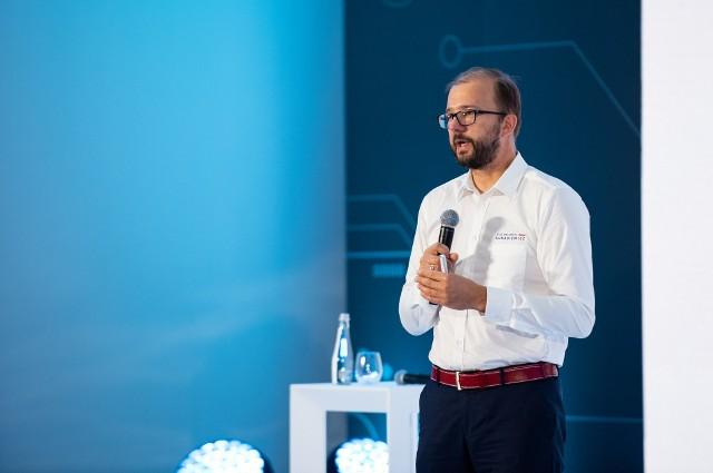 - ŁUKASIEWICZ pracuje nad rozwiązaniami, które mają pomóc w wyścigu o ludzkie życie i zdrowie – mówi Piotr Dardziński, prezes Sieci Badawczej ŁUKASIEWICZ.