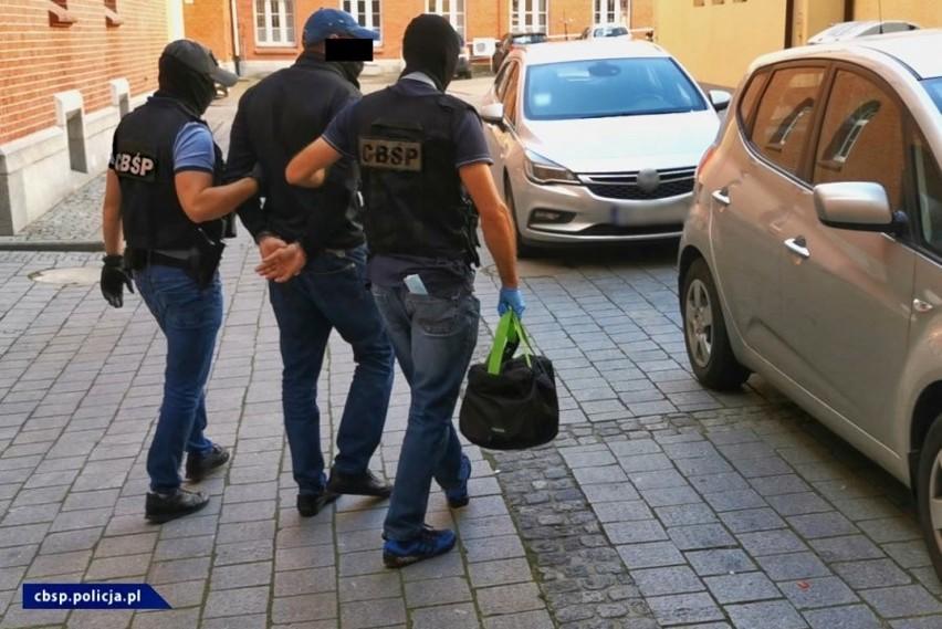 Policjanci z Centralnego Biura Śledczego Policji rozbili grupę przestępczą. Jej członkowie są podejrzewani o oszustwa VAT.Zobacz kolejne zdjęcia. Przesuwaj zdjęcia w prawo - naciśnij strzałkę lub przycisk NASTĘPNE