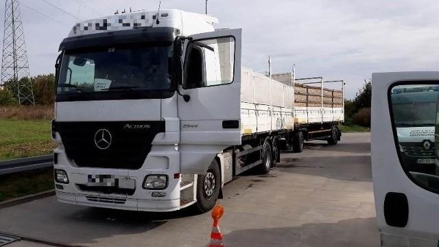 Przeładowana ciężarówka zatrzymana w Białobrzegach.
