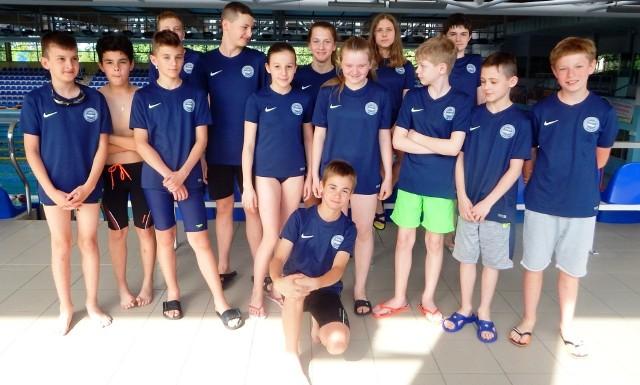 Reprezentacja buskiej Unii - na zawodach trzeciej rundy Dużej Świętokrzyskiej Ligi Pływackiej 2018.