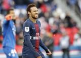 """Kibic, którego uderzył Neymar dostaje pogróżki od fanów PSG: """"Jeszcze raz go tkniesz, a zobaczysz, co ci zrobimy"""""""