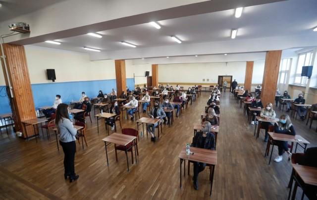 Marzec 2021. Próbna matura z języka polskiego w II LO w Rzeszowie.