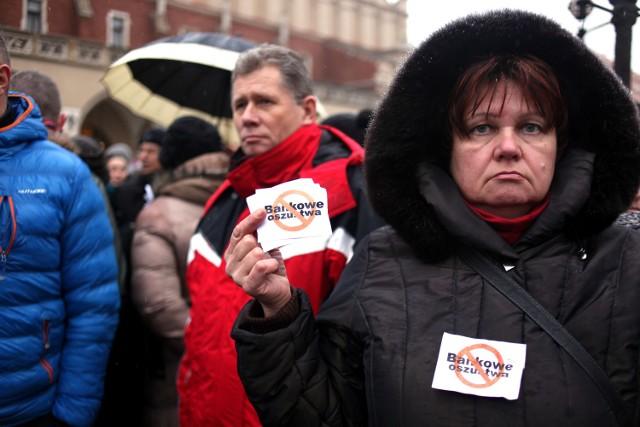 Frankowicze protestują na Rynku w Krakowie