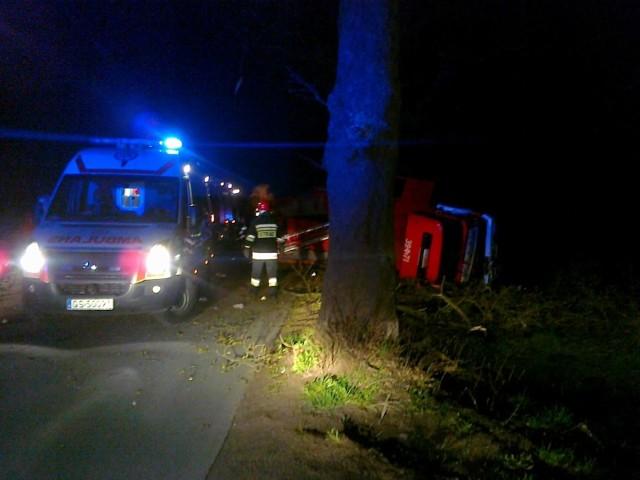 Pijany kierowca uderzył w wóz strażacki.