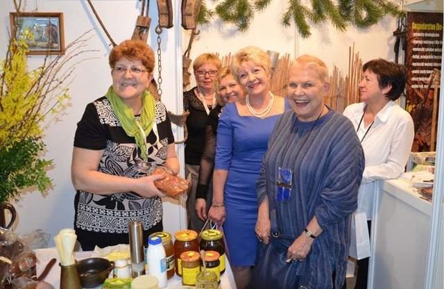 KOLOT dostał nagrodę za stoisko na targach turystycznychElżbieta Dzikowska na stoisku Kluczborsko-Oleskiej Lokalnej Organizacji Turystycznej.