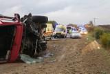 Słowacja: Tragiczny wypadek na trasie Nitra - Jelenec [ZDJĘCIA] Ciężarówka uderzyła w autobus. 12 osób nie żyje, 20 jest rannych [WIDEO]