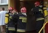 Ewakuacja mieszkańców bloku w środku nocy. Groźny pożar przy Leszczynowej.