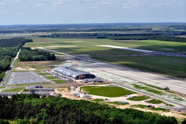 Lotnisko Warszawa/Modlin otwiera punkt wymazowy COVID-19. Wymazy pobierane będą w poniedziałki i piątki przed lotami do Eindhoven