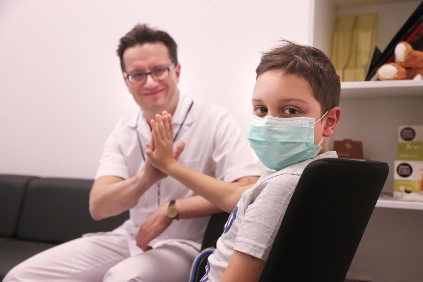 """Michał potrzebuje przeszczepu szpiku, może to Ty jesteś dla niego """"genetycznym bliźniakiem"""" i możesz uratować mu życie"""