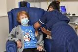 Coventry: 90-letnia Brytyjka pierwszą osobą na Wyspach, której podano szczepionkę na Covid-19. Po niej zaszczepiono Szekspira