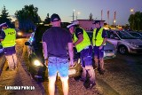 Kilkudziesięciu policjantów przerwało nielegalne wyścigi samochodowe w Słubicach. Posypały się mandaty