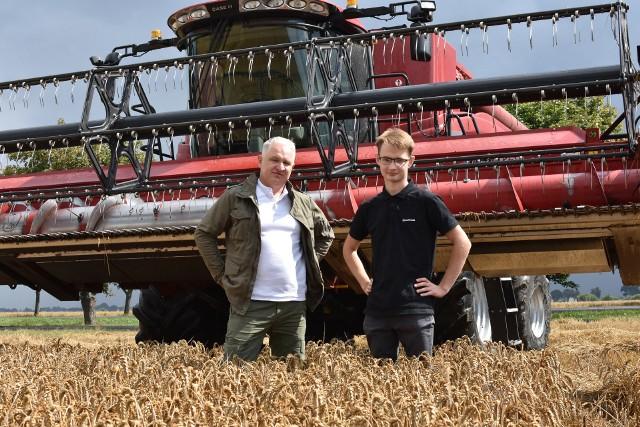 Wojciech Sołdaczuk z synem Adamem w Budziszu (woj. pomorskie) prowadzą 120-hektarowe gospodarstwo rolne
