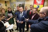 """Materiał o Białymstoku w """"Czarno na białym"""". Radni PiS atakują TVN. Za przypinanie miastu łatki faszyzmu [WIDEO]"""